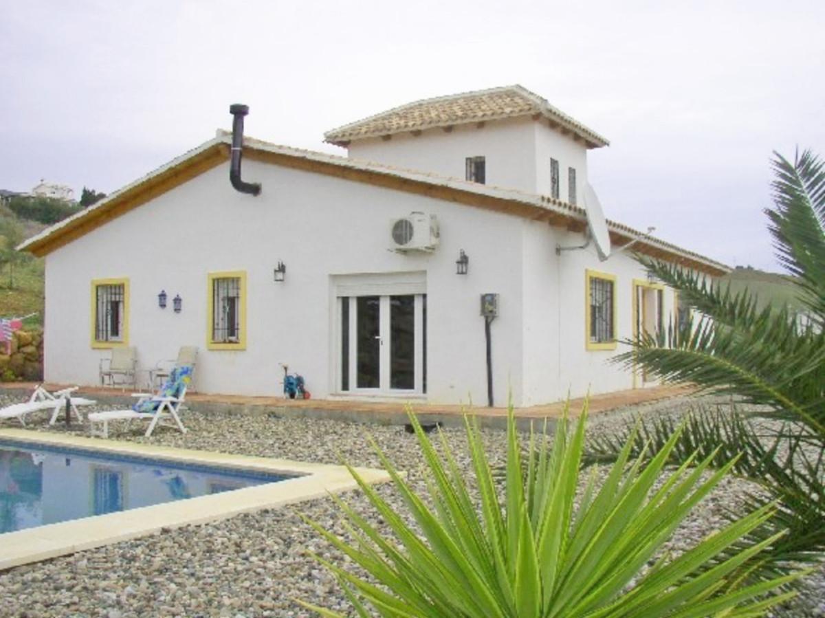 House in Alora R3569632 2