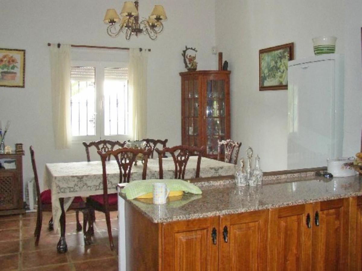 House in Alora R3569632 20