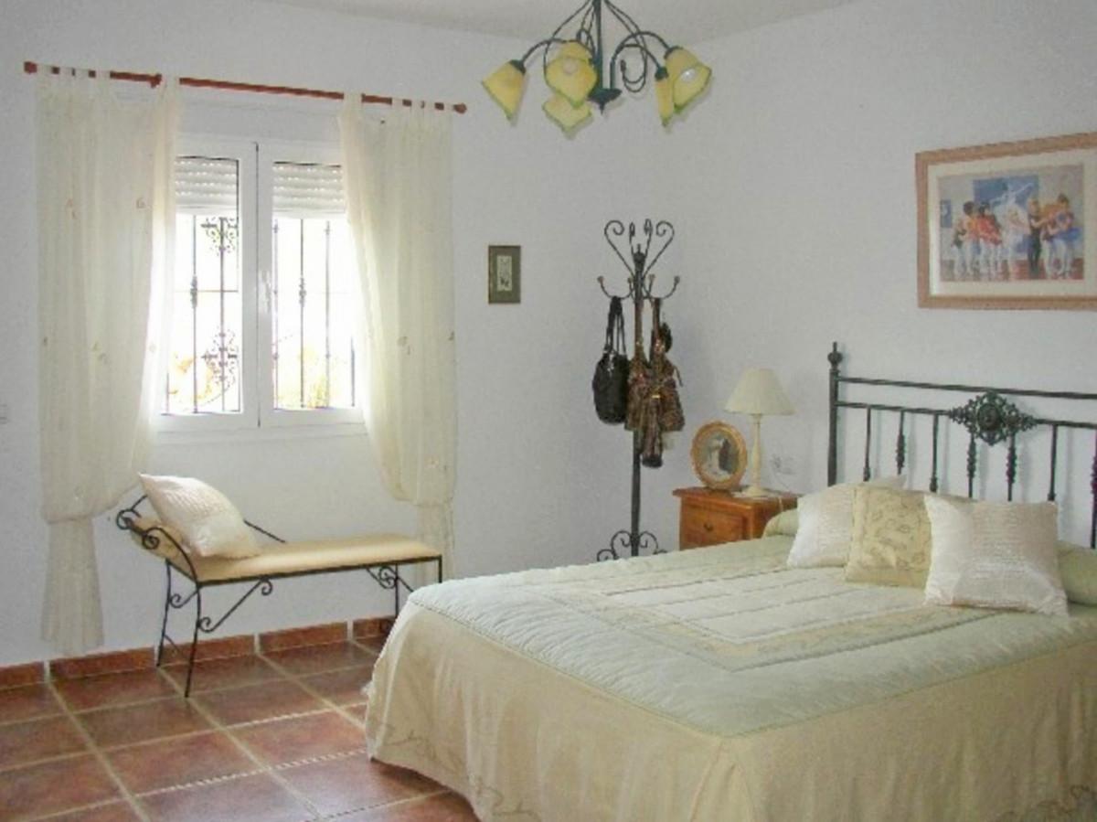 House in Alora R3569632 22