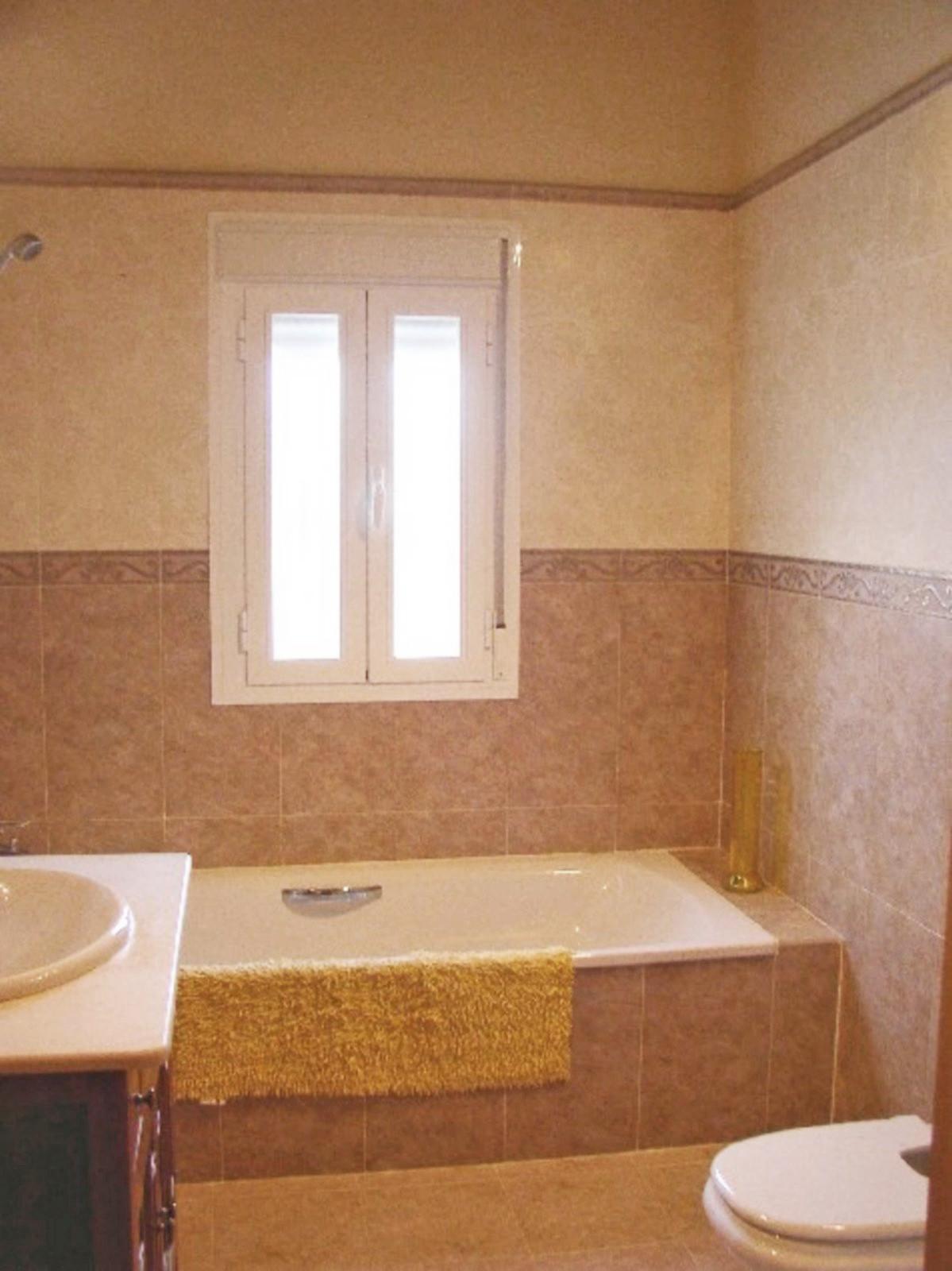 House in Alora R3569632 24