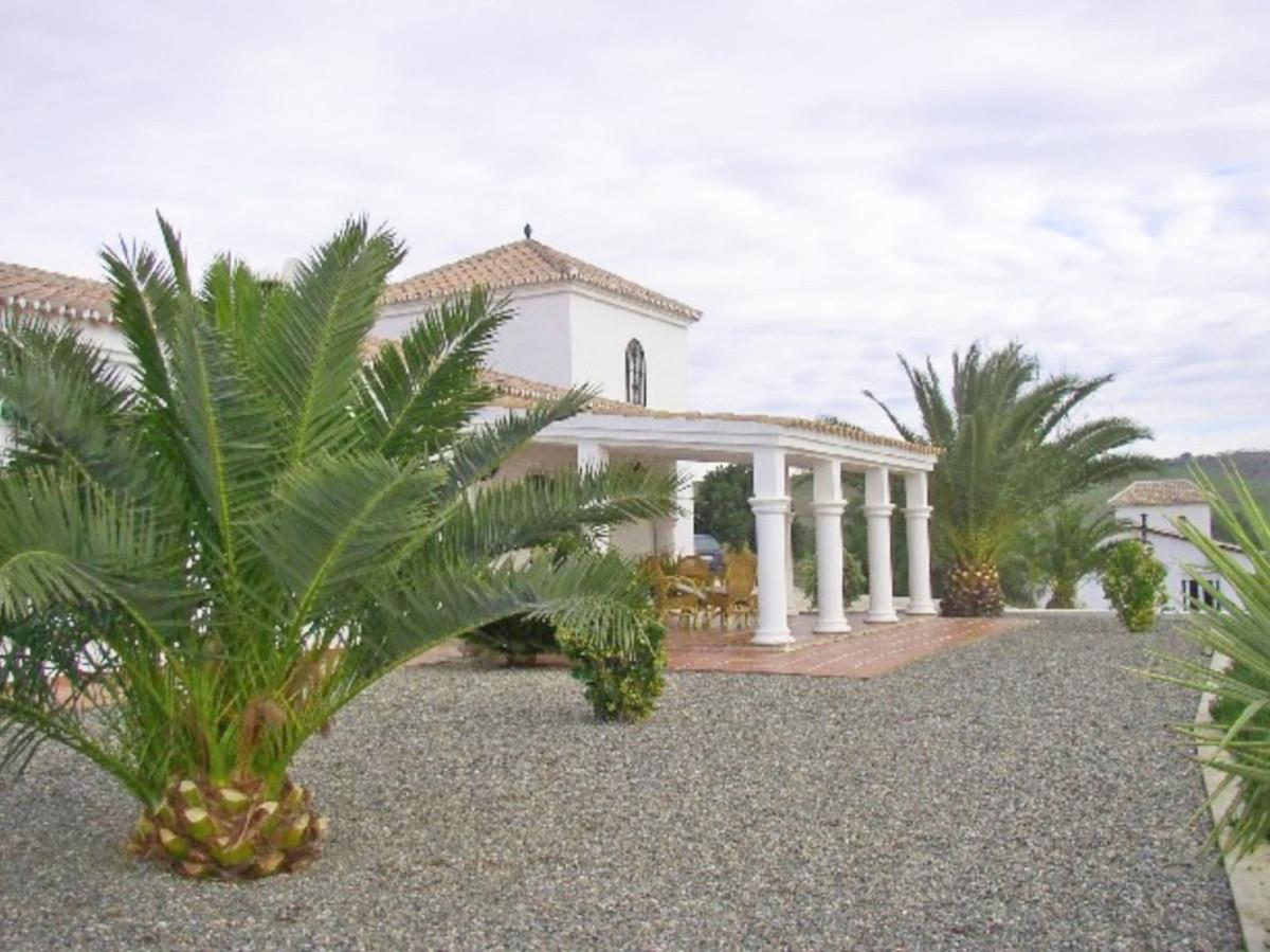 House in Alora R3569632 27