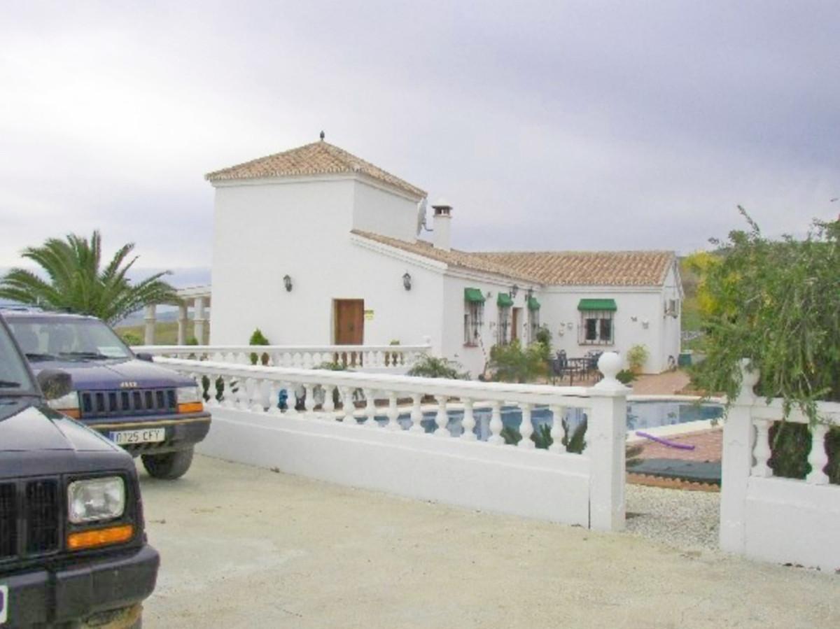 House in Alora R3569632 3