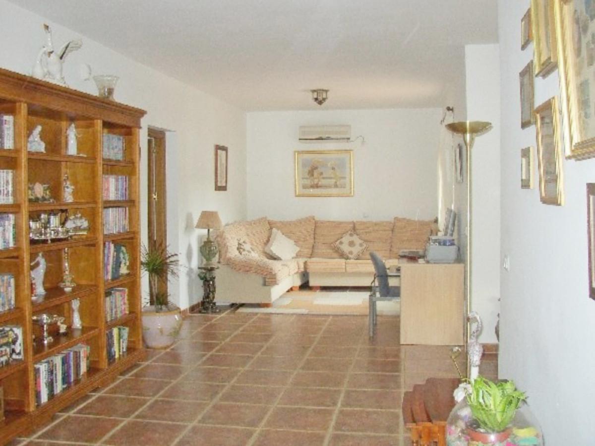 House in Alora R3569632 4