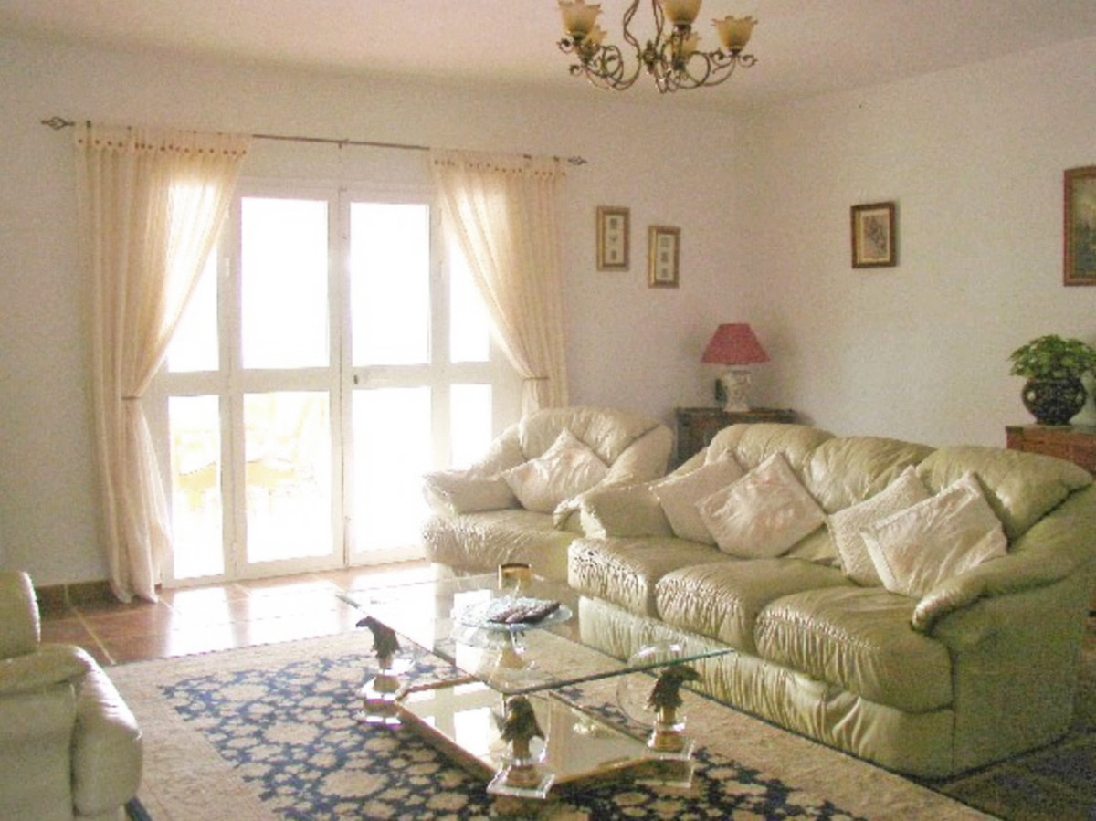 House in Alora R3569632 6