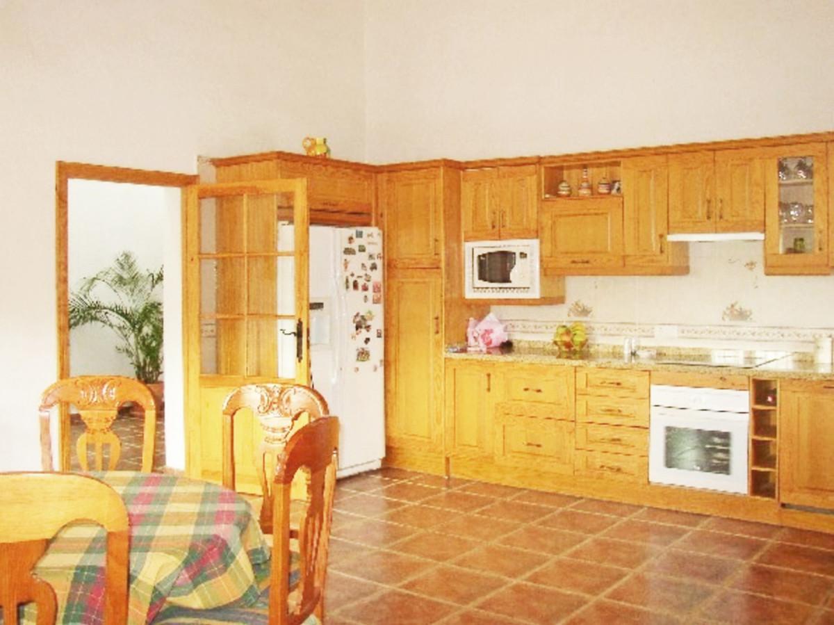 House in Alora R3569632 7