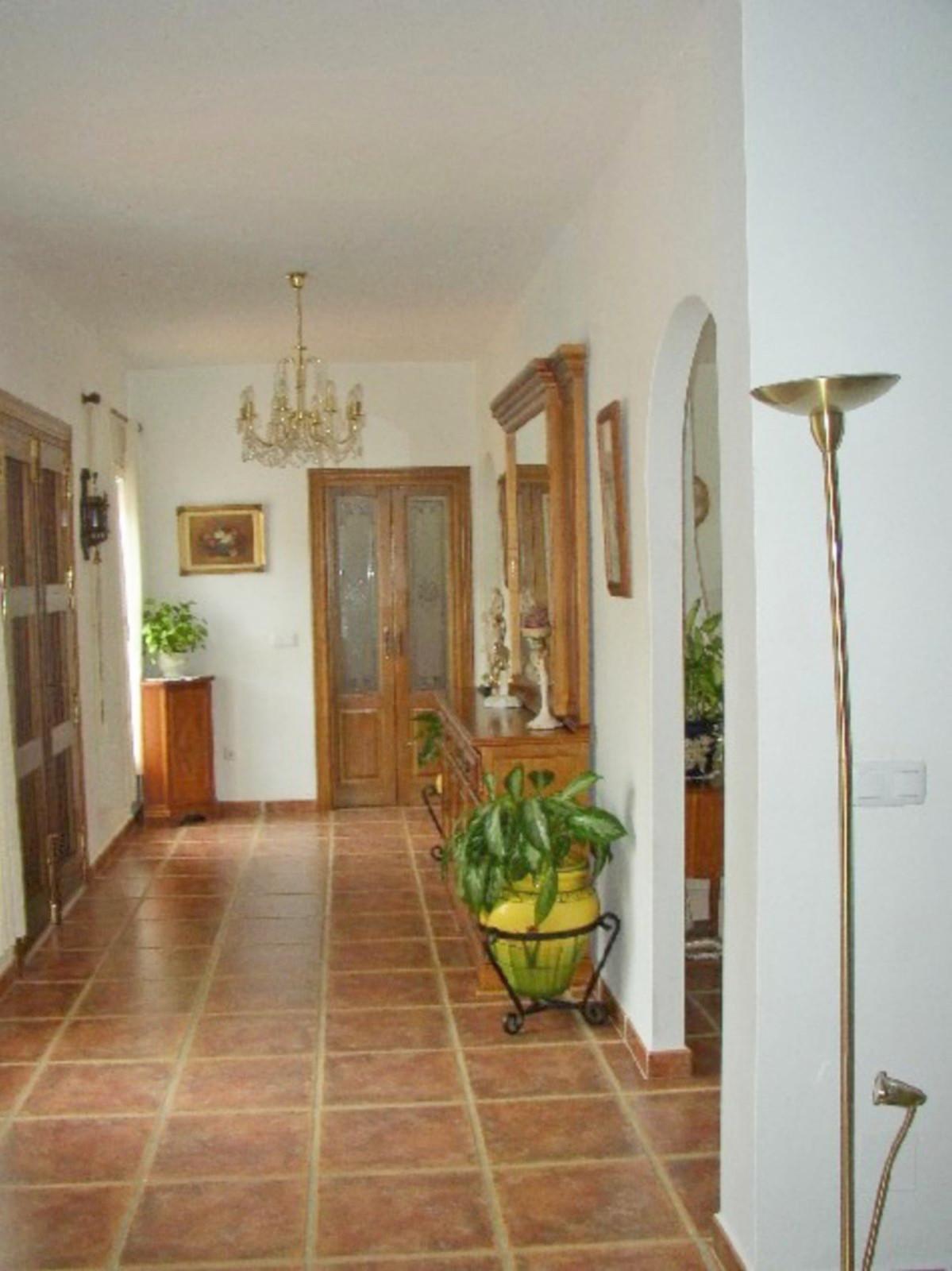 House in Alora R3569632 8