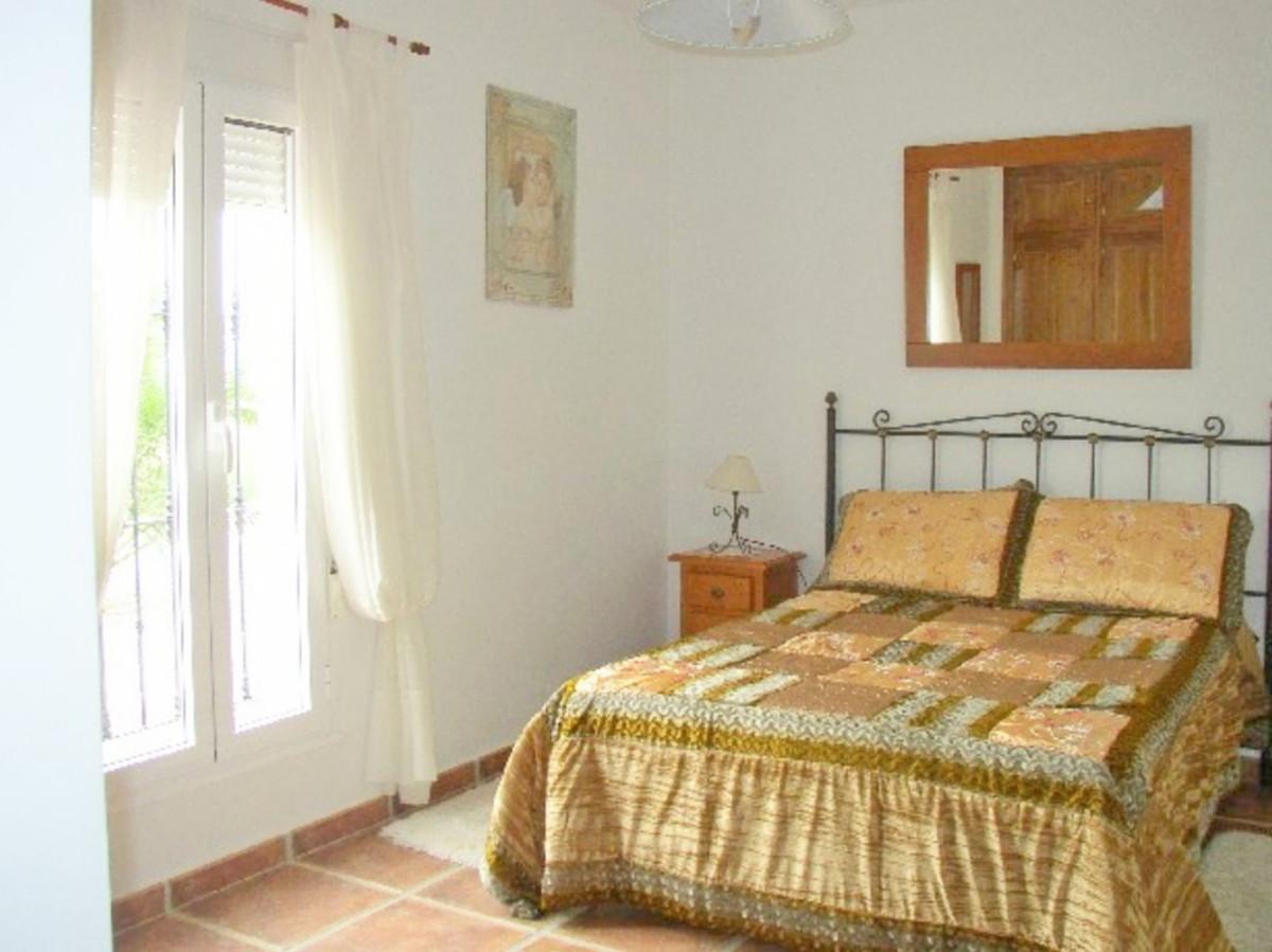 House in Alora R3569632 9