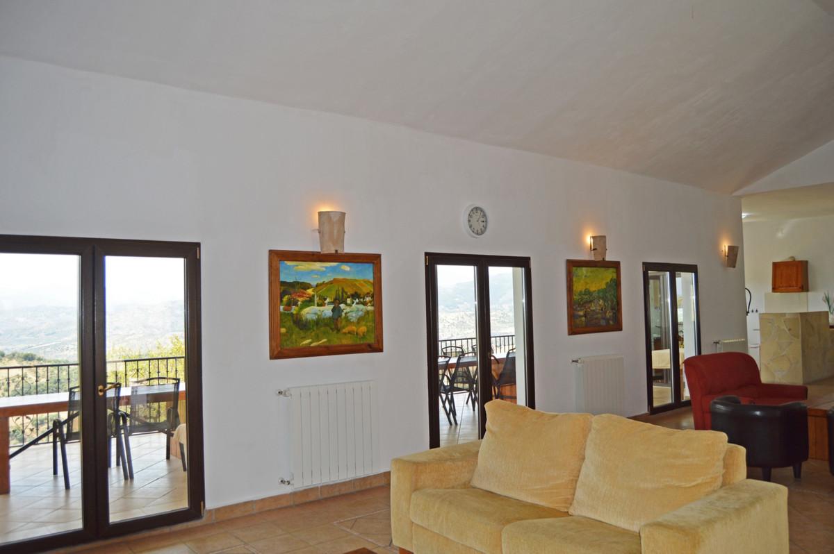 House in Alozaina R3660998 10