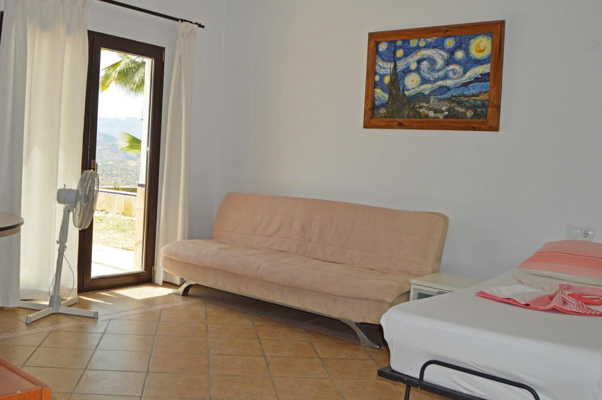 Villa in Alozaina