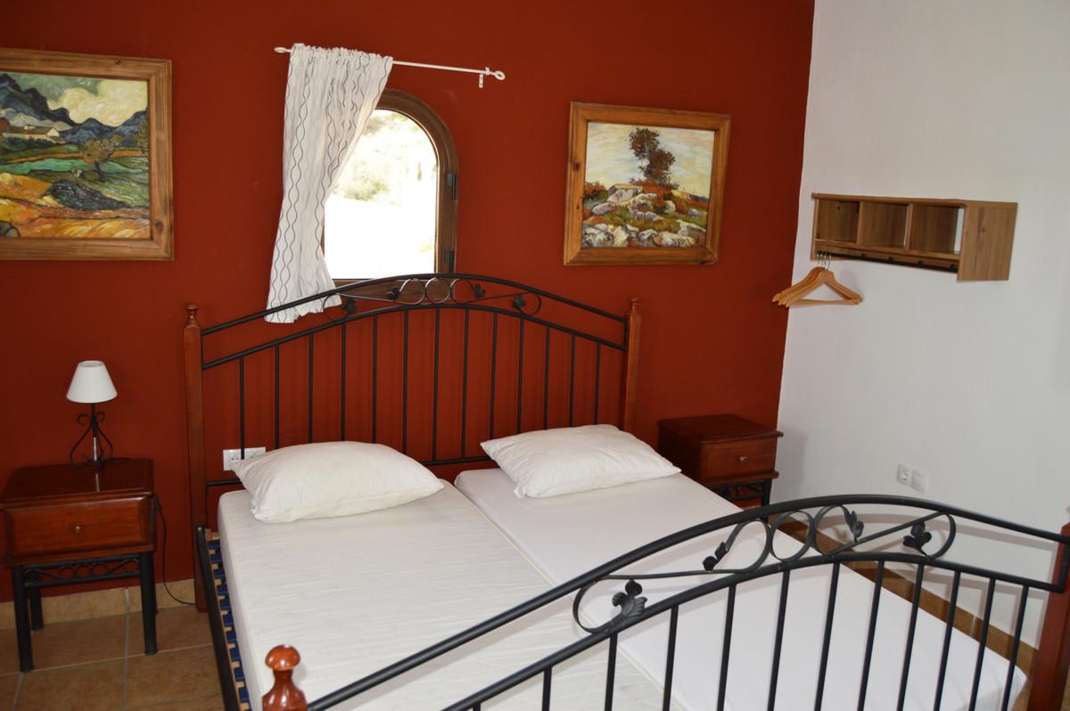House in Alozaina R3660998 36