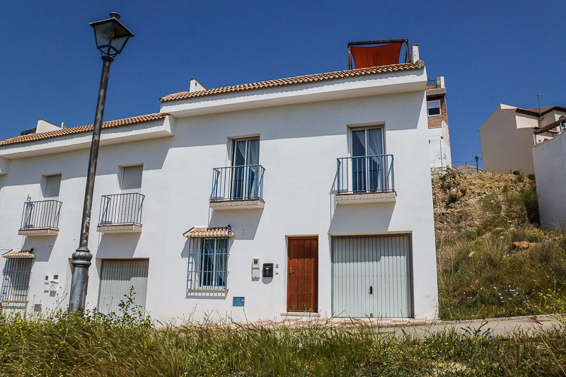 Maison Jumelée  Mitoyenne en vente   à Alora