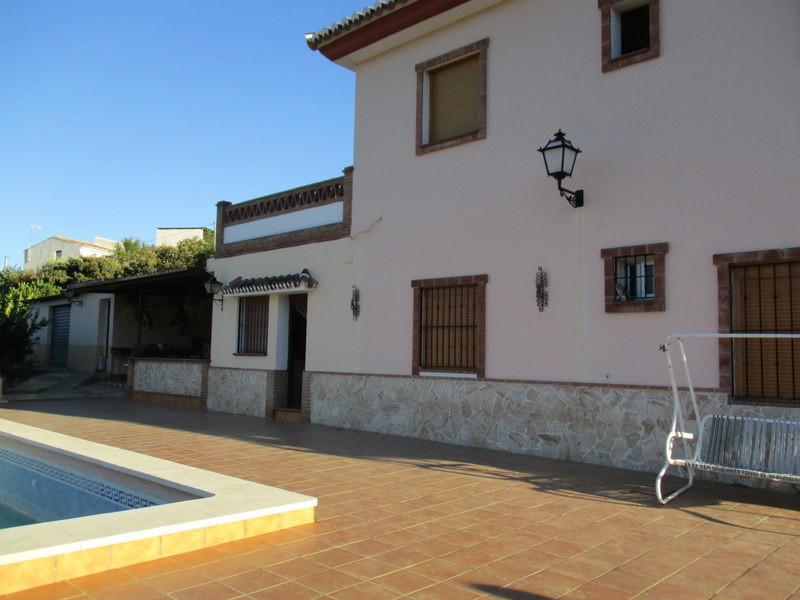 House in Alora R2821652 3