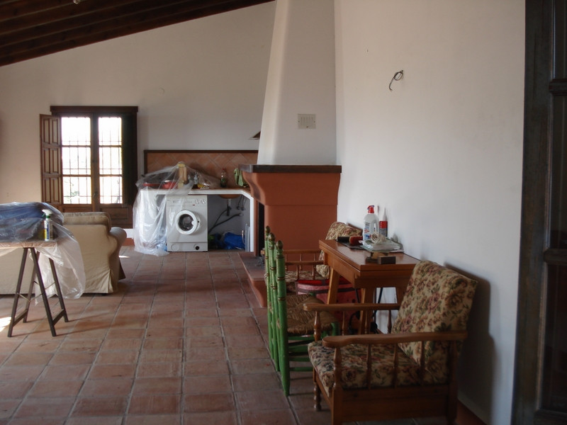 House in Alora R2504711 3