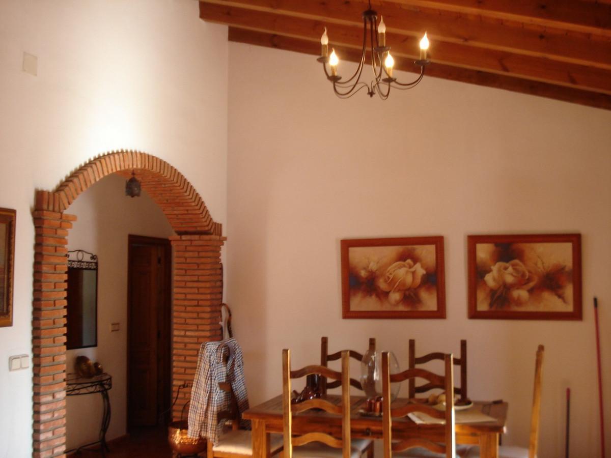 House in Alora R2524640 14