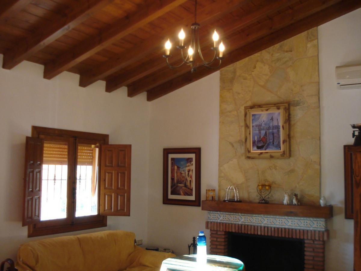 House in Alora R2524640 15