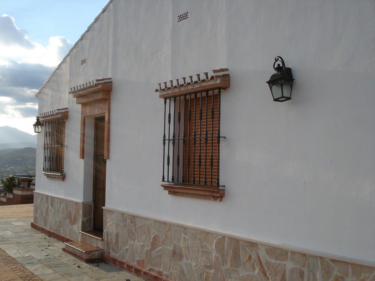 House in Alora R2524640 7