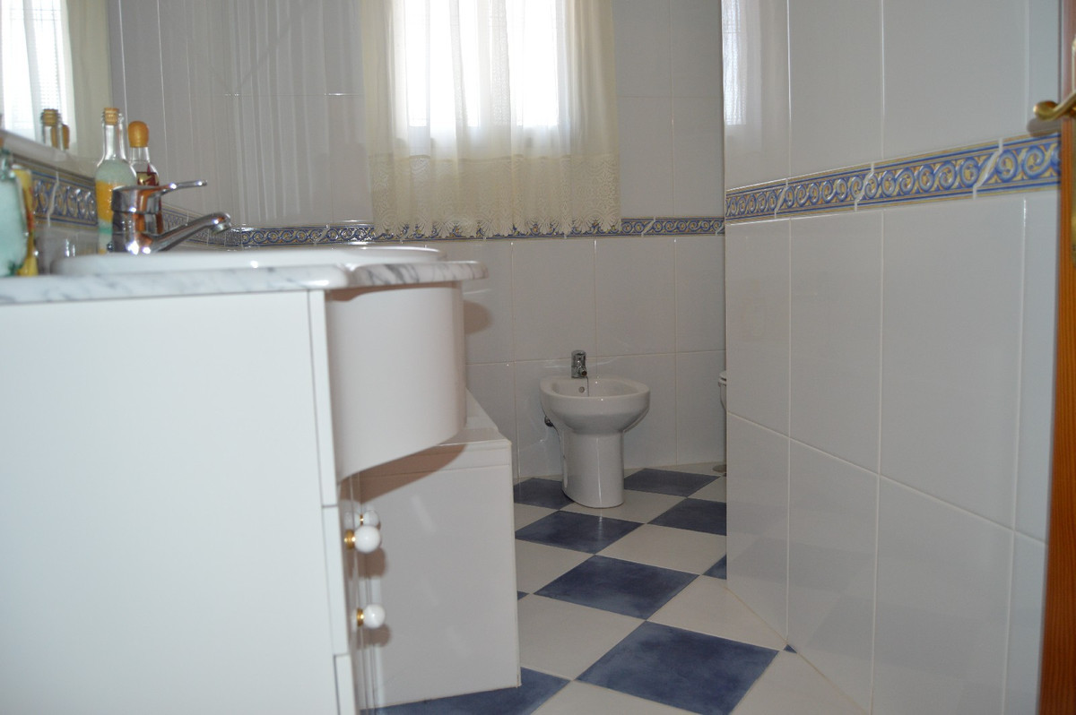 House in Alora R2831273 12