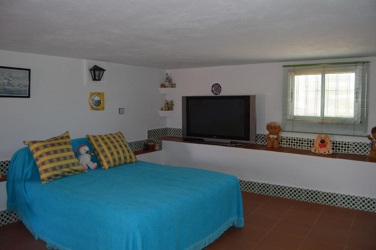 House in Alora R2831273 24