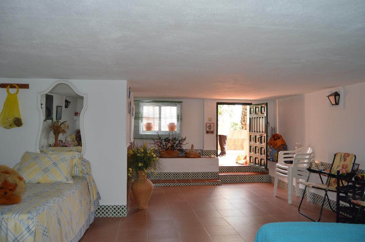 House in Alora R2831273 25