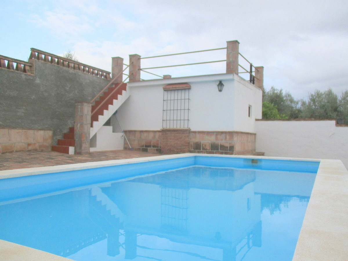 House in Alora R3517882 17