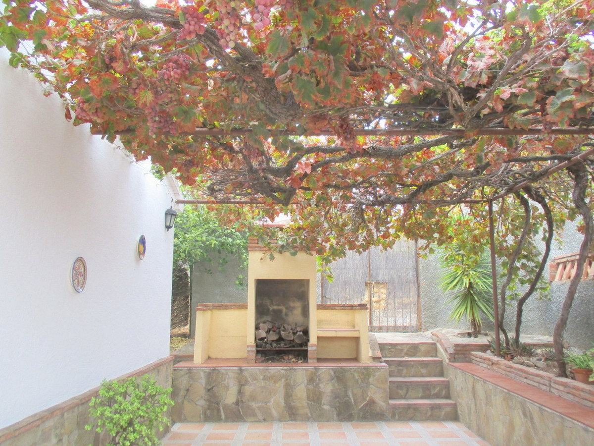 House in Alora R3517882 23