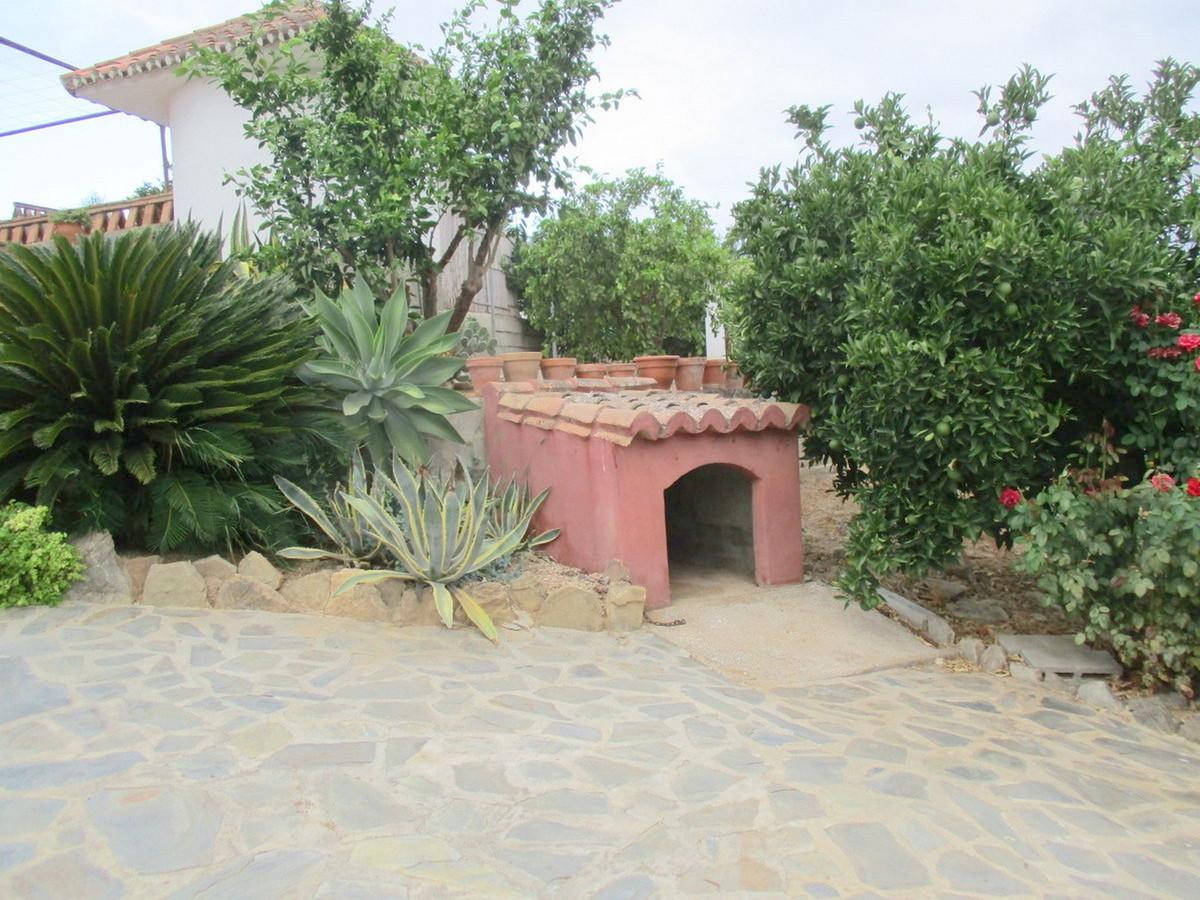 House in Alora R3517882 25