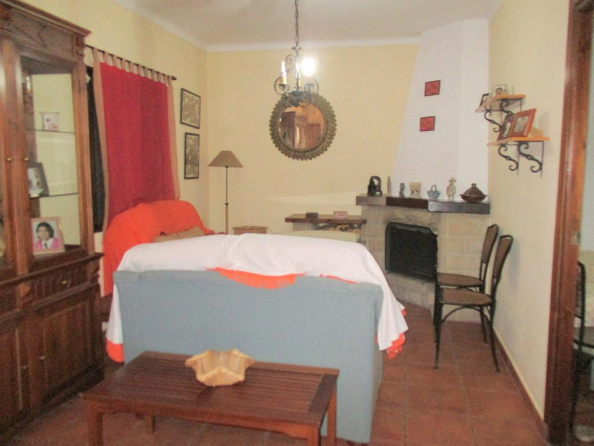 House in Alora R3517882 4