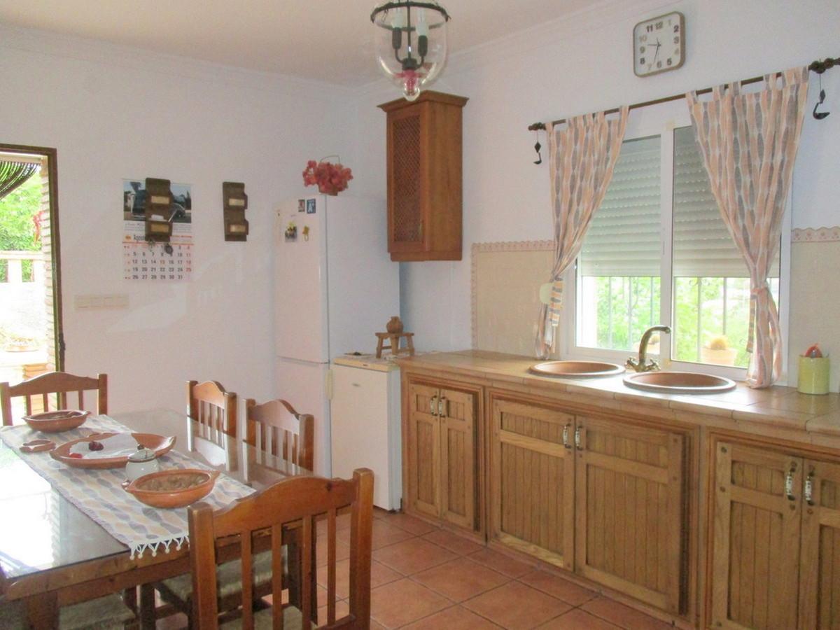 House in Alora R3517882 5