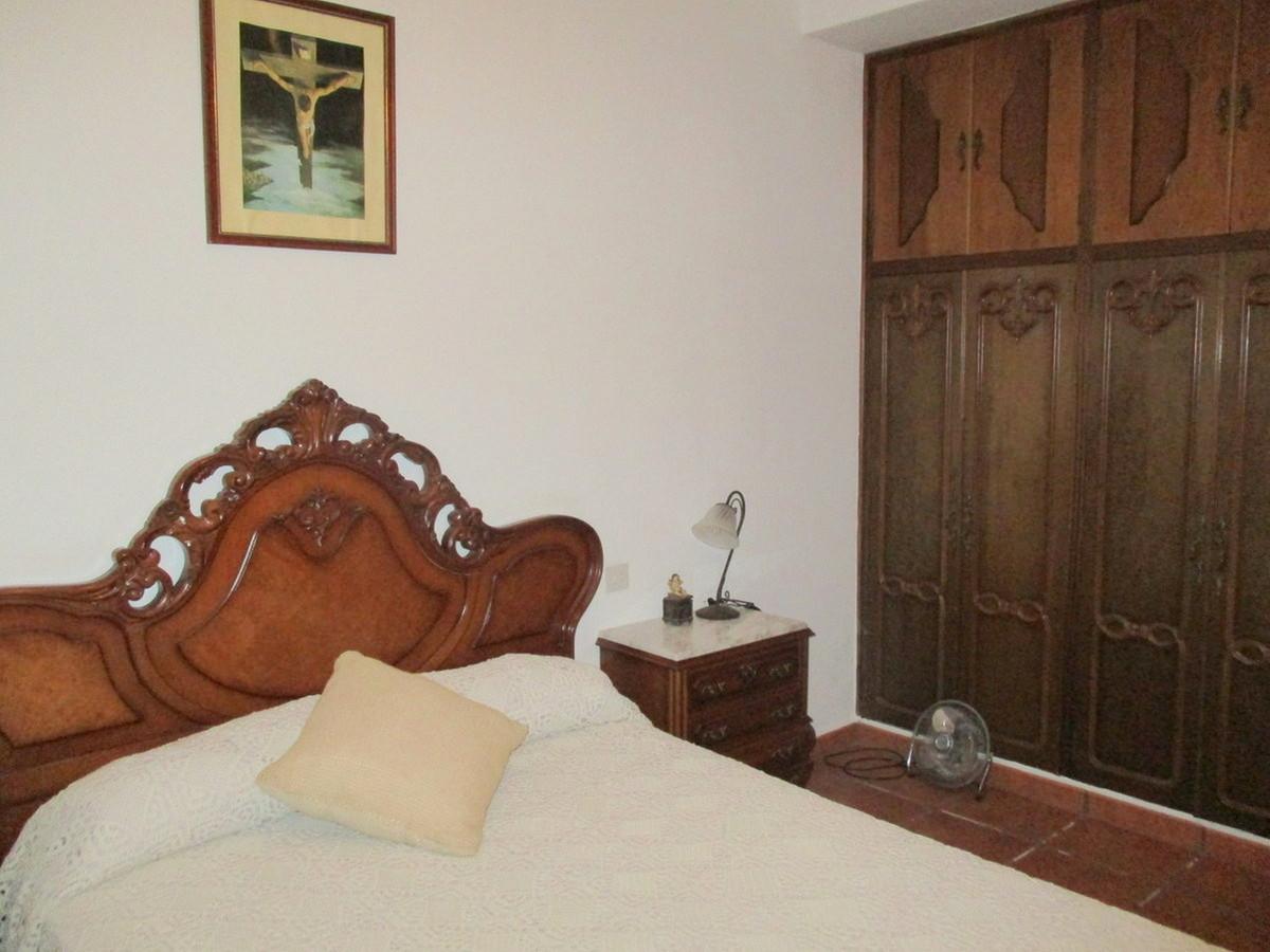 House in Alora R3517882 8