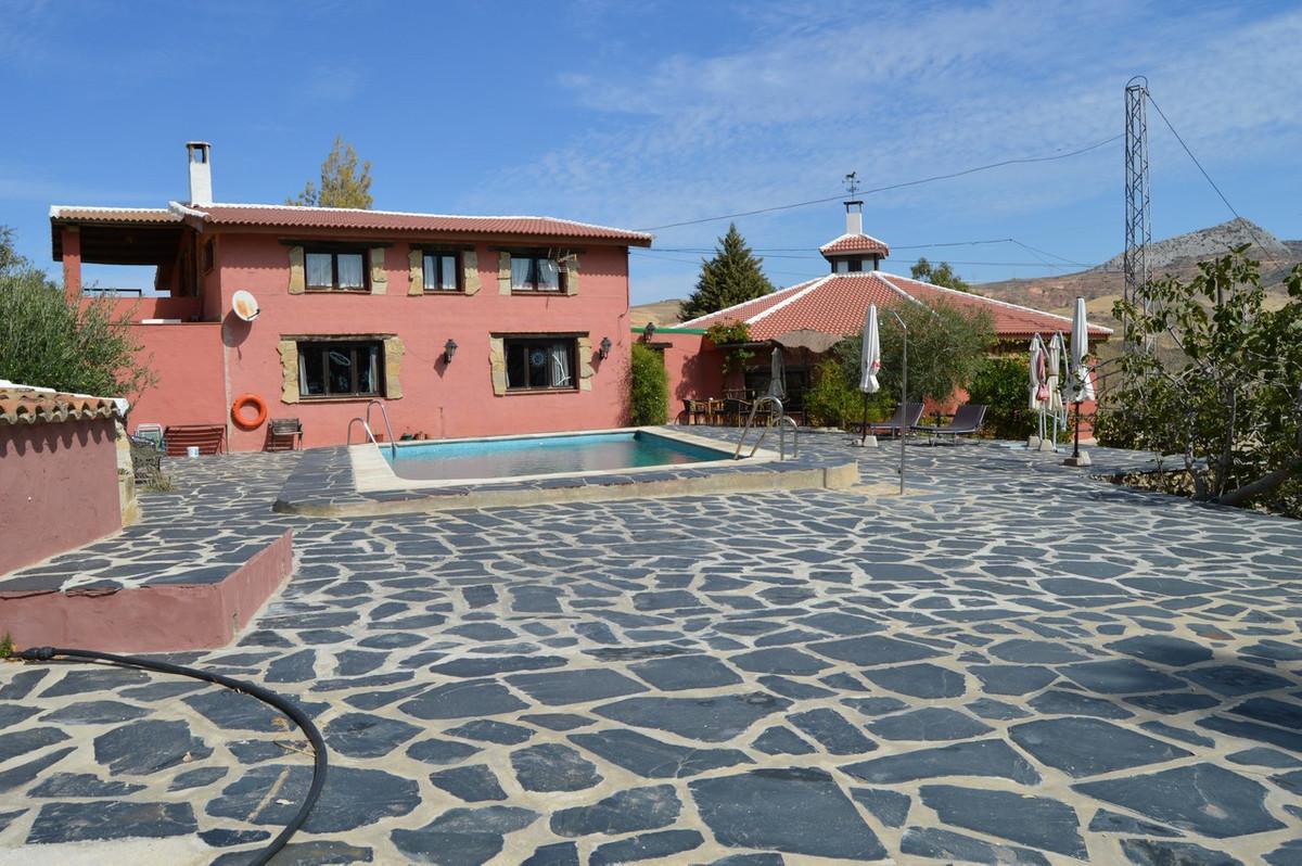 Hotel for sale in Valle de Abdalajis R2494133