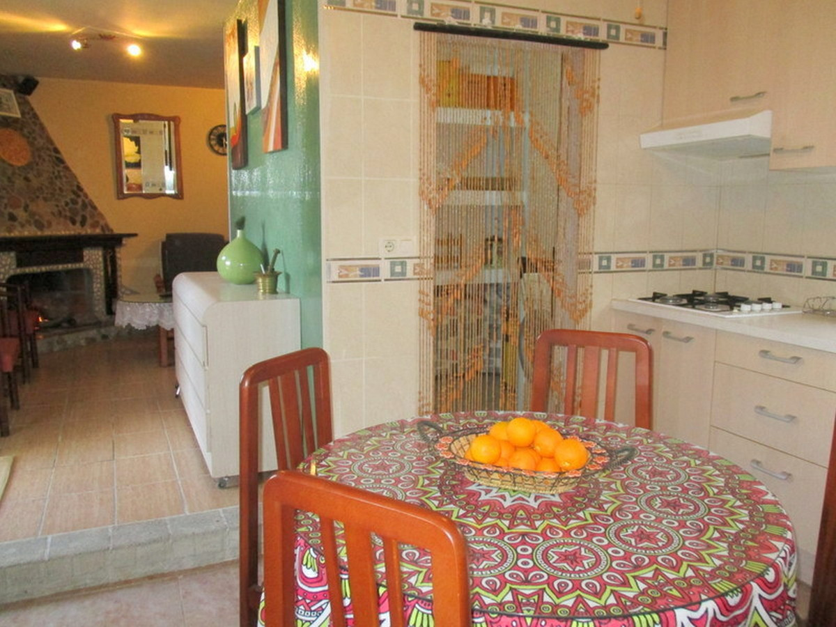 House in Alora R3373870 11