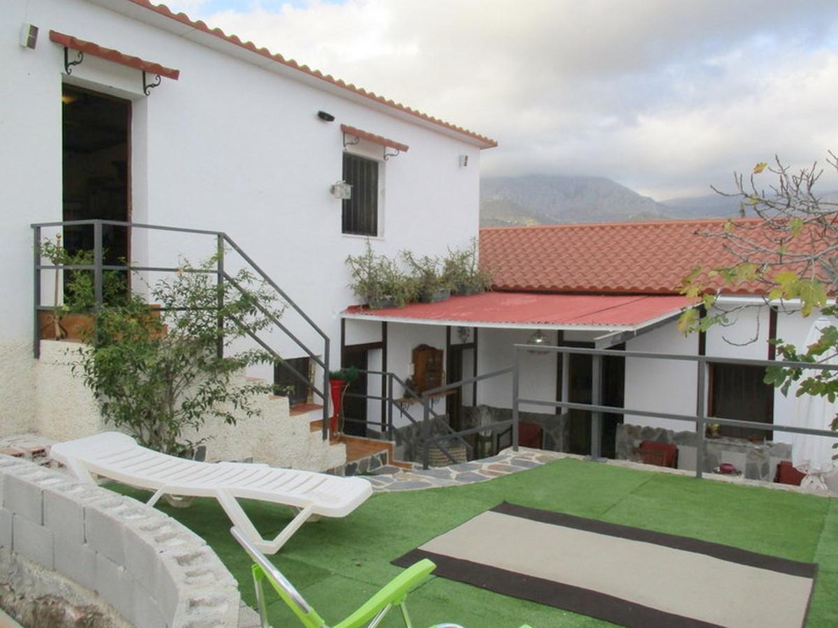 House in Alora R3373870 2