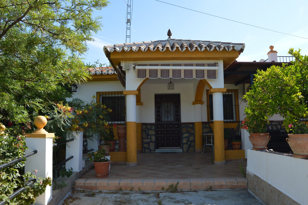 House in Alora R3175363 2