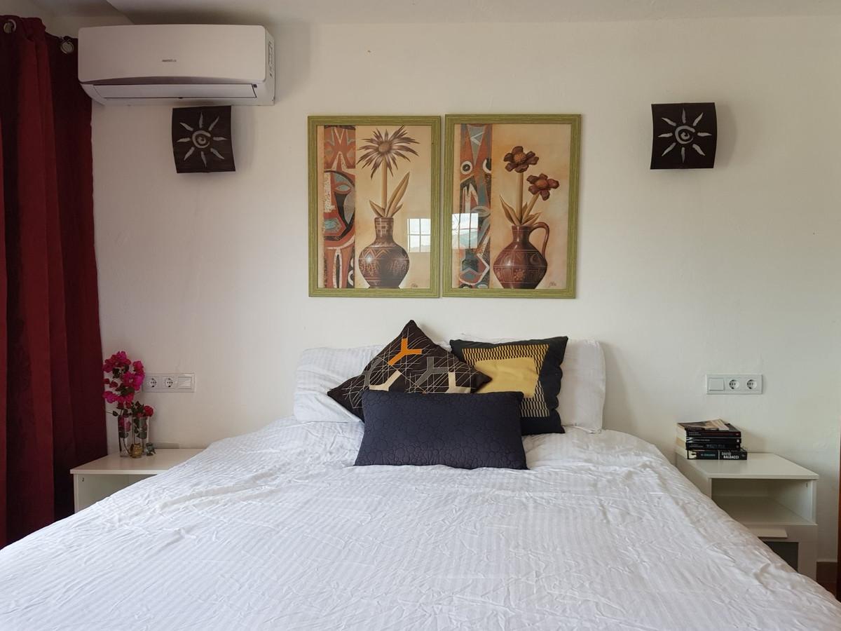 House in Alora R3175363 30