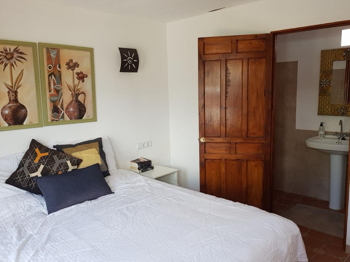 House in Alora R3175363 31