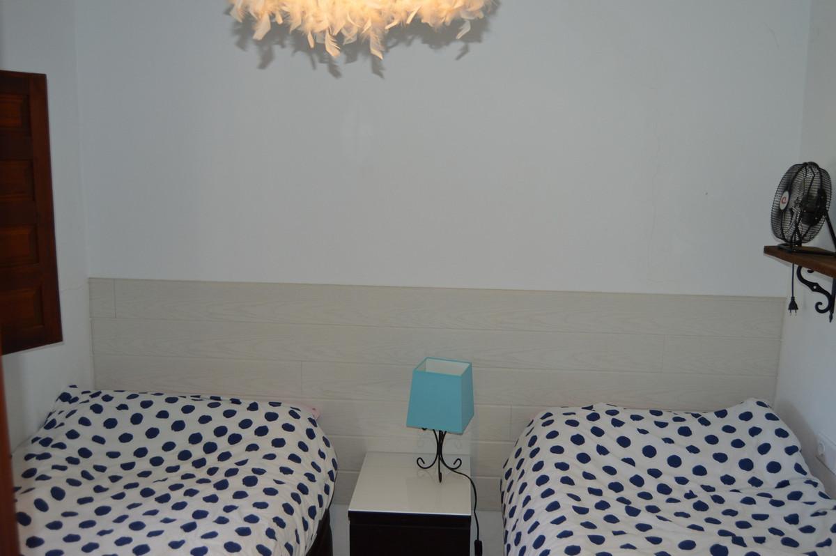 House in Alora R3175363 32