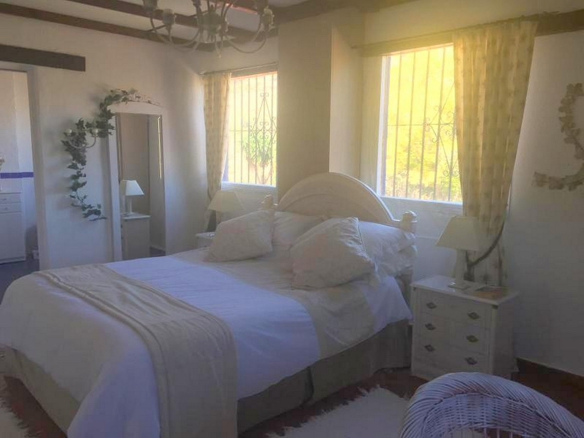 House in Alora R3403375 11