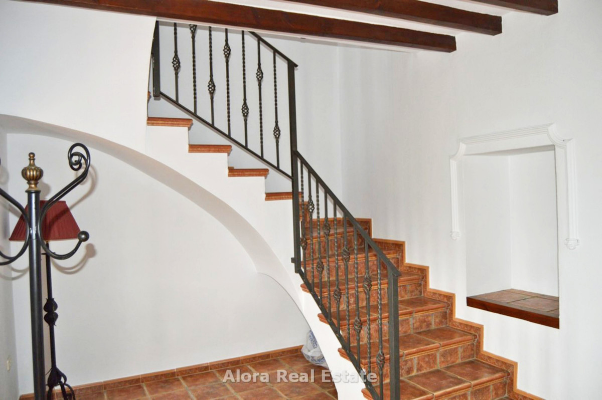 House in Alora R2559101 10