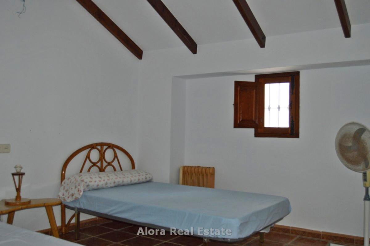 House in Alora R2559101 15