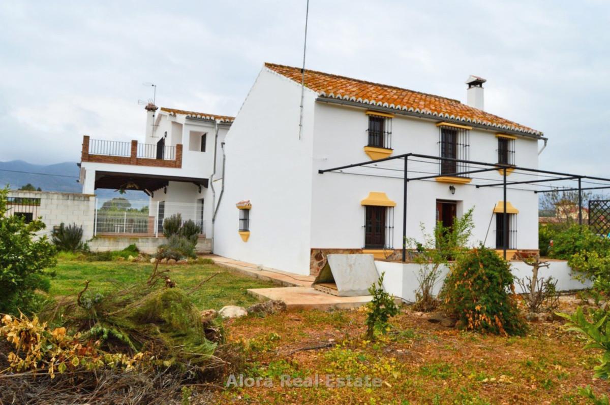 House in Alora R2559101 2