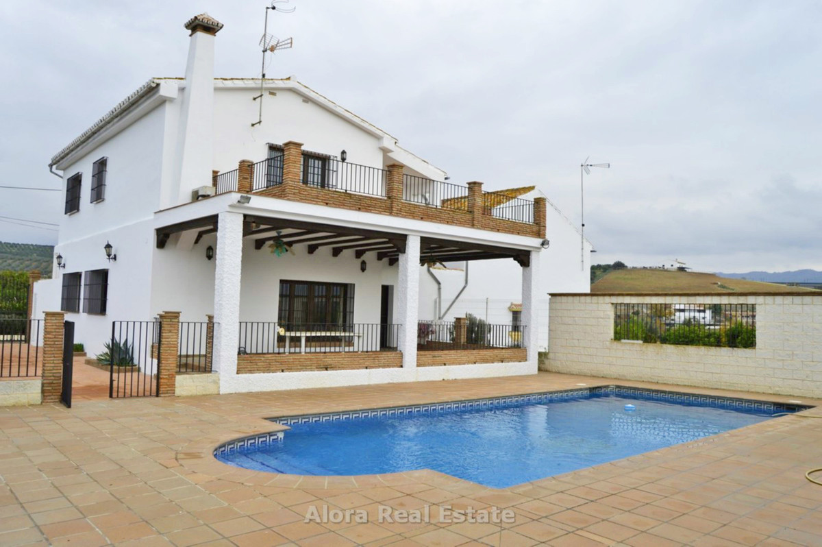House in Alora R2559101 25
