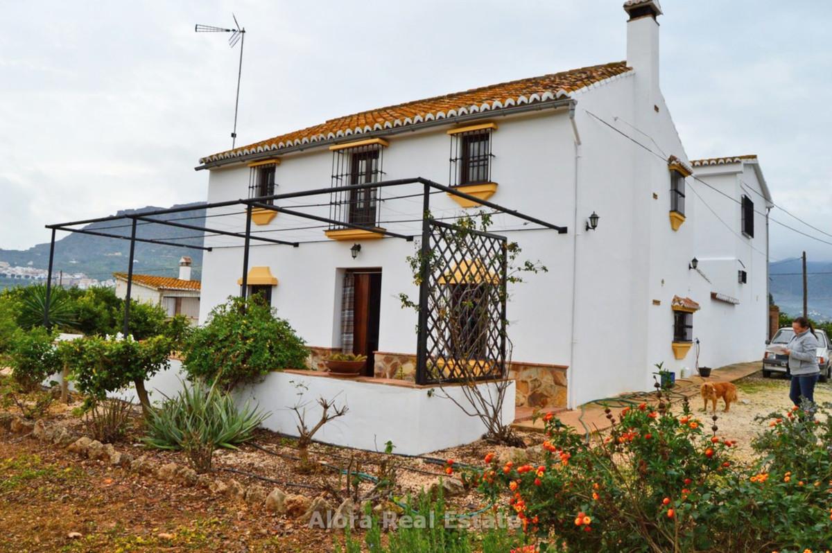 House in Alora R2559101 3