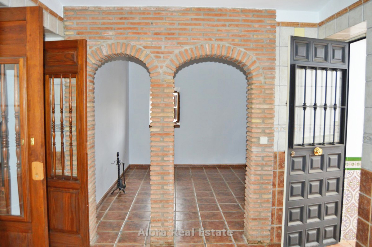 House in Alora R2559101 5