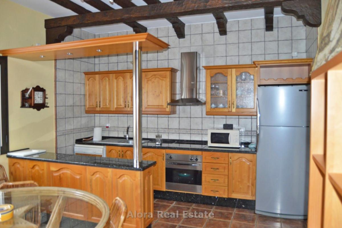House in Alora R2559101 7