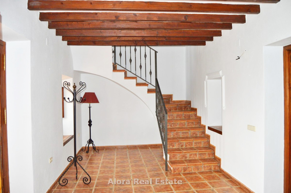 House in Alora R2559101 9