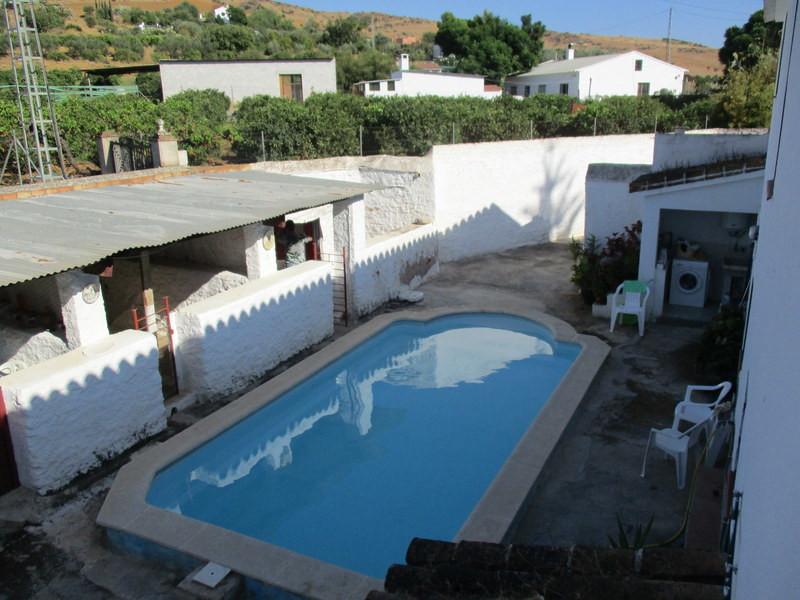 House in Alora R3291688 22