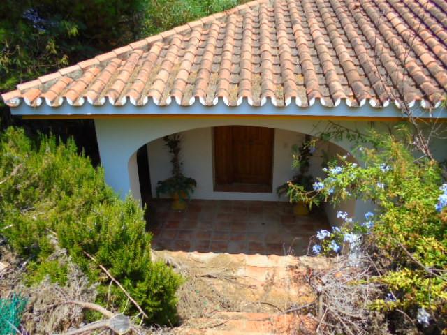 Property located in Manilva, Malaga, Costa del Sol. Bank repossession villa of 356m2 built on a plot,Spain