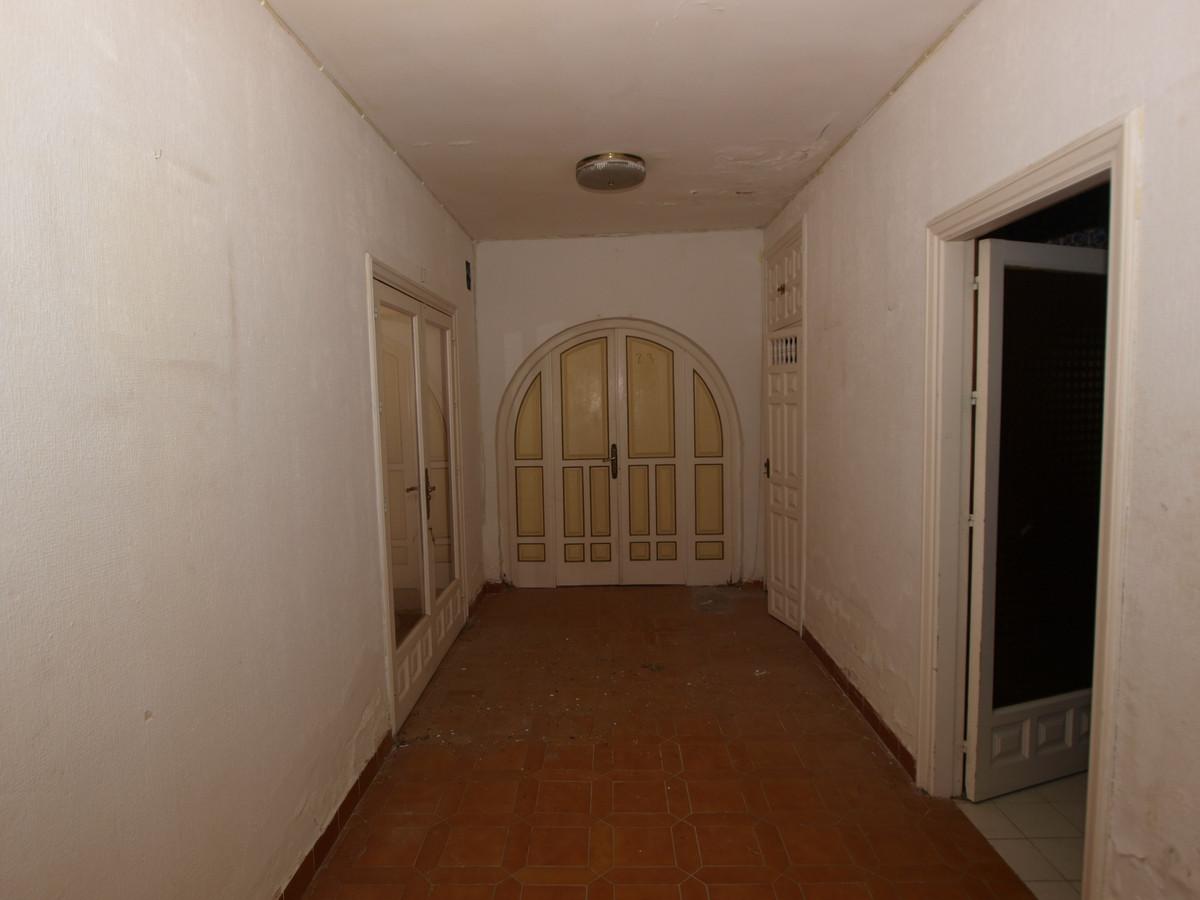 Villa con 13 Dormitorios en Venta Estepona
