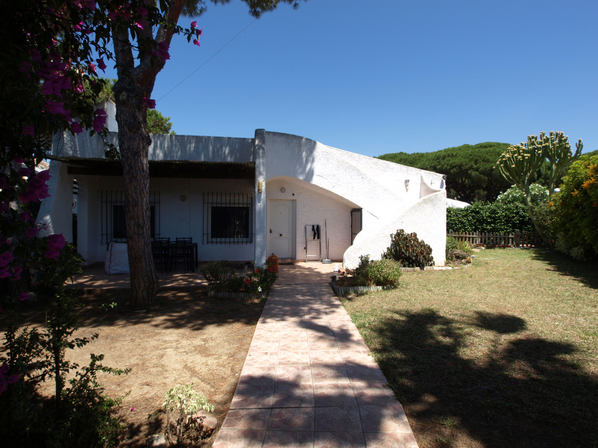 Detached corner villa on good size plot located within a small community of properties with a large ,Spain