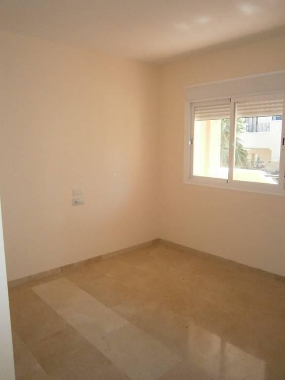 Rijhuis te koop in La Duquesa R2307053